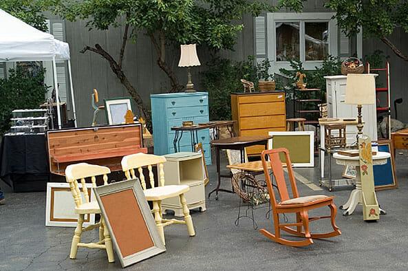 møbler på loppemarked