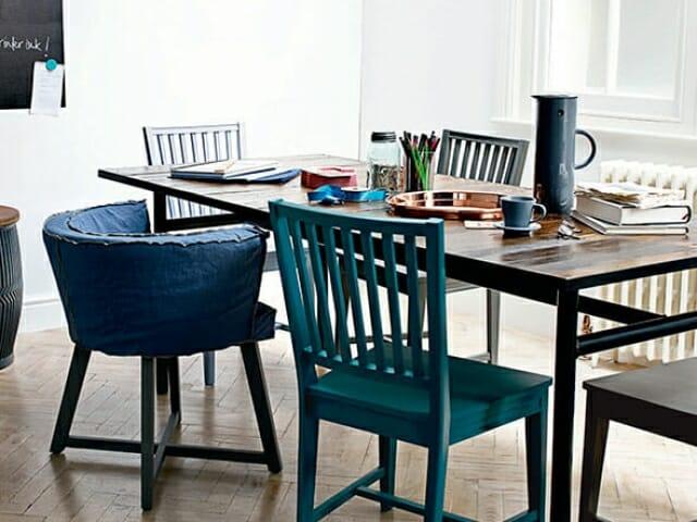 like stoler i forskjellige farger