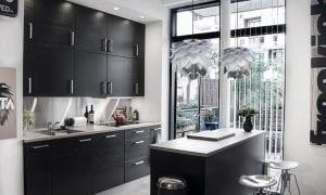 kjøkken med kjøkkenlamper