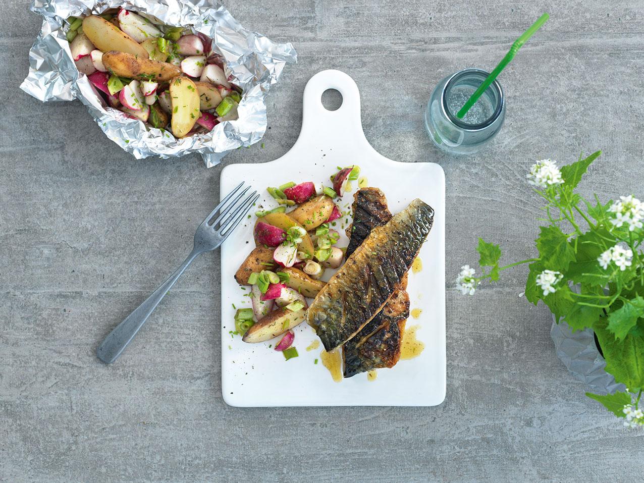 grillet fisk med grønnsaker