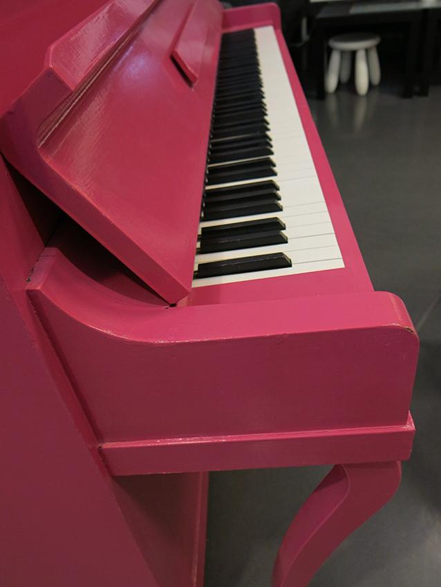 rødt piano