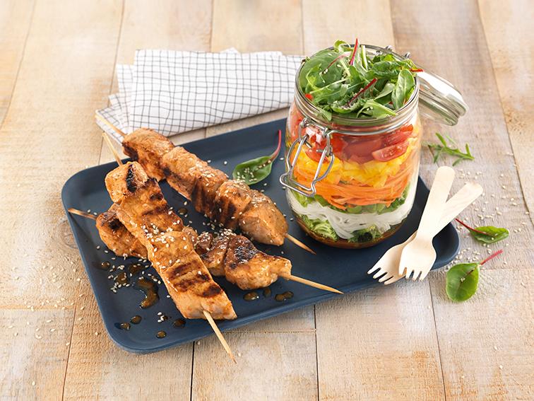 Grillspyd med svin og glassalat