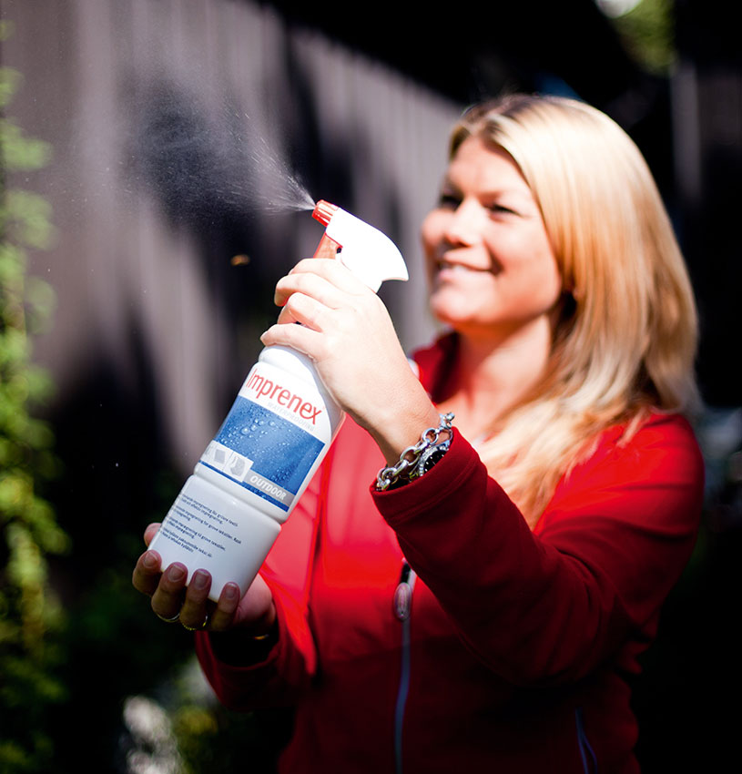 dame med sprayimpregnering
