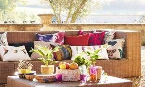 sofa utendørs med uteputer