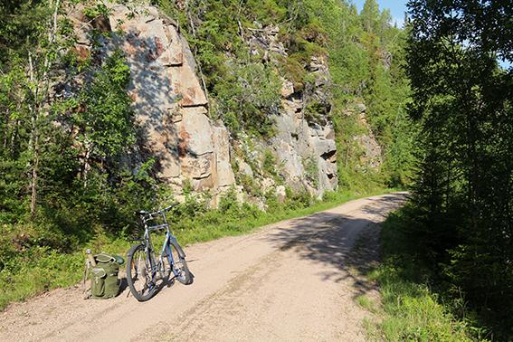 I Finnemarka og Drammensmarka finnes et stort veinett for syklende. Tips: Skaff deg kartet over marka, som gir mye ekstra informasjon på baksiden.