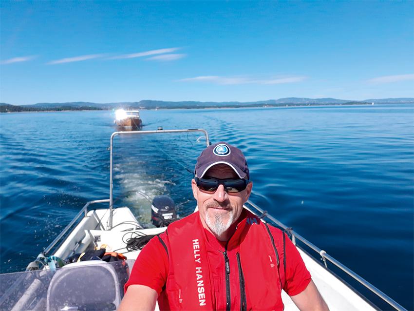 mann i båt