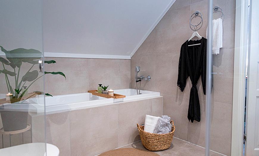 baderom med badekar
